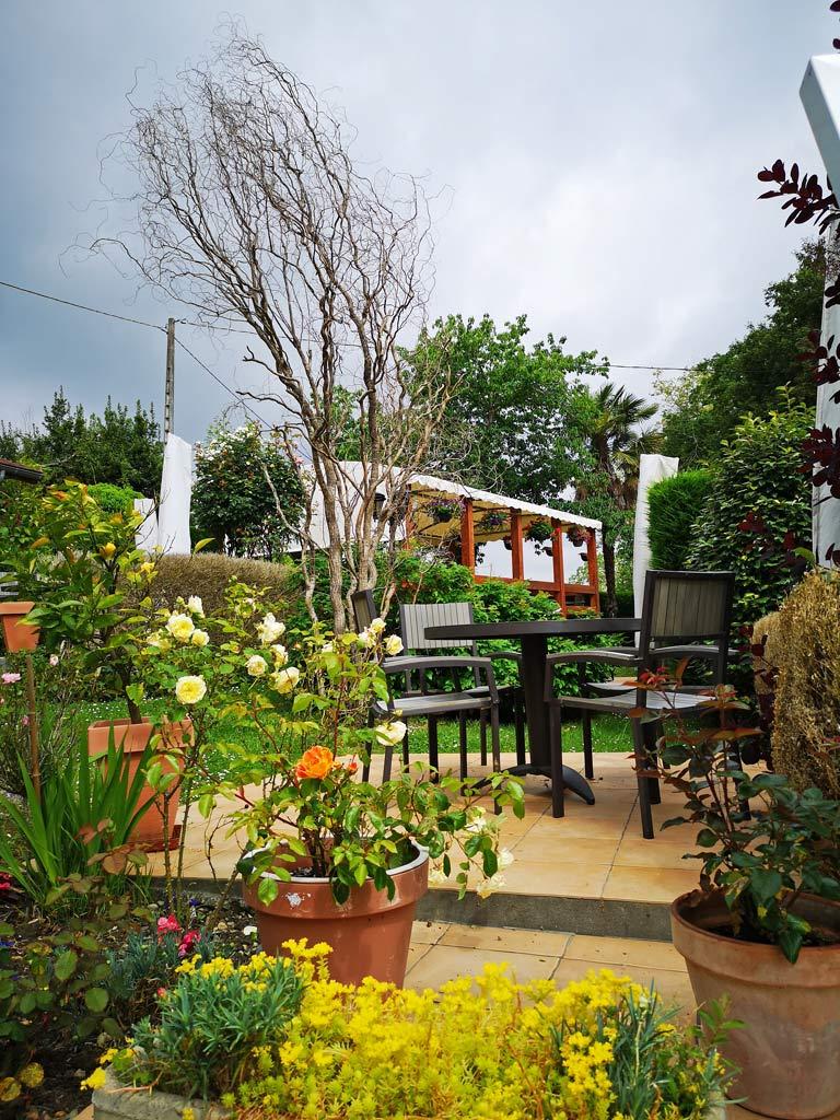 terrasse jardin restaurant auberge des roses